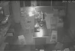 Clip: Micro bluetooth bất ngờ phát nổ trong đêm