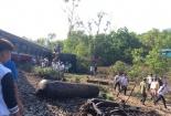 Hiện trường vụ tàu hỏa lật sau va chạm với xe ben, 3 người chết