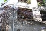 'Mạng nhện' dây điện dăng đầy đường phố, ngõ hẻm Hà Nội