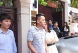 Xe sang của Hoa hậu Thu Hoài bị cẩu về phường vì lấn chiếm