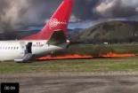 Máy bay Peru chở hơn trăm người cháy ngùn ngụt sau khi hạ cánh