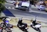 Ô tô mất lái tông cả gia đình đang đứng chờ sang đường