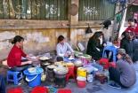 Kinh hoàng 'hậu trường' tiềm ẩn nguy cơ ngộ độc ở quán ăn vỉa hè