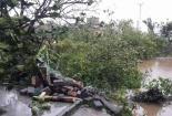 Lốc xoáy ở Hà Tĩnh thổi bay 70 mái nhà, 2 người bị thương