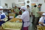 Ra quân tăng cường giám sát hoạt động sản xuất bánh trung thu