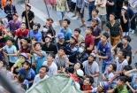 Hàng trăm người xô nhau giành tiền cúng cô hồn tại TP. HCM