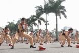 Nữ cảnh sát giao thông Hà Nội biểu diễn võ thuật và thi điều lệnh