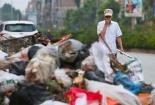 Hơn hai nghìn tấn rác đắp đống giữa thị xã Sơn Tây, Hà Nội