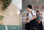 Học sinh ở thành phố Hồ Chí Minh điểm danh bằng cách quẹt thẻ