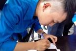 Hàng nghìn học sinh khóc tiễn đưa thầy Văn Như Cương tới nơi yên nghỉ cuối cùng