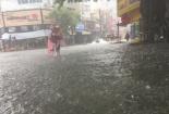 Ảnh hưởng bão số 12, thành phố Huế mênh mông trong biển nước