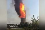 Tòa tháp cổ bằng gỗ cao nhất châu Á bốc cháy như ngọn đuốc khổng lồ