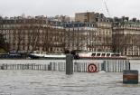 Nhiều tầng trệt ở Paris biến mất 'bí ẩn' sau mưa lớn