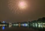 Video: Hà Nội rực rỡ pháo hoa chào năm mới Mậu Tuất 2018