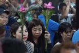 Người Hoa ở TP.HCM đi chùa rung chuông ngựa để cầu may