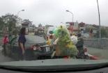 Nữ tài xế lùi quay xe trên cầu, gây gổ với người đi xe máy