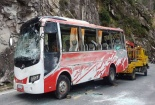 Khánh Hòa: Lật xe trên đèo Khánh Lê, hàng chục người thương vong