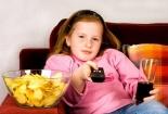Trẻ có thể mắc vô số bệnh 'chết người' nếu xem nhiều quảng cáo