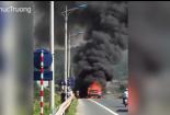 Xe container bỗng nhiên bốc cháy rực đỏ trên quốc lộ 1A