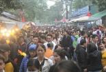Hàng nghìn người đến Phủ Tây Hồ cầu may ngày đi làm đầu tiên