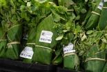 Nhiều siêu thị dùng lá chuối thay túi nilon