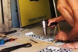 Sản xuất biển số xe giả bằng công nghệ cắt dán
