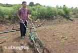 Thầy giáo sáng chế máy gieo hạt và bón phân