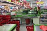 Chợ, siêu thị vắng vẻ trong những ngày cách ly xã hội
