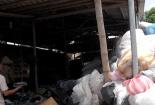 Ớn lạnh quy trình tái chế ống hút, hộp xốp từ nhựa phế thải đã bốc mùi