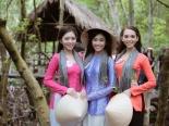 Dàn thí sinh HHVN 2016 khoe vẻ đẹp với áo bà ba, khăn rằn Nam Bộ