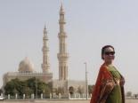 Nữ hoàng Kim Chi rạng rỡ giữa thành phố Dubai sang trọng