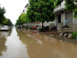 Hà Nội: Nhiều biệt thự vẫn chìm trong biển nước