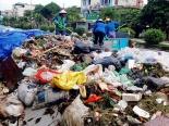 Núi rác thải tiếp tục 'bủa vây' Sơn Tây