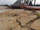 Hà Nội: Báo động tình trạng lún và nứt sâu dưới chân cầu Đuống
