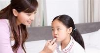 http://vietq.vn/me-khong-nen-dai-dot-dung-my-pham-cho-tre-nho-d174675.html