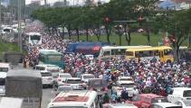 Ngàn người 'kẹt cứng' trên đường về miền Tây, đường ngập nửa mét