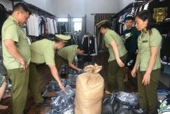 Thu giữ số lượng lớn quần áo nhái nhãn mác