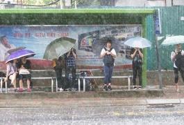 Áp thấp nhiệt đới đang tiến sát vào đất liền