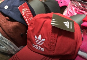 Phát hiện cơ sở sản xuất mũ thời trang giả thương hiệu nổi tiếng