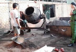 Cafe nhuộm lõi pin được trộn bằng máy bê tông trước khi đưa ra thị trường