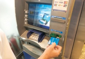 Những bí mật ẩn sau chiếc thẻ ATM mua tại chợ đen