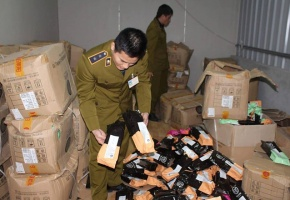 Hà Nội: Thu giữ nhiều nguyên liệu trà sữa nhập lậu