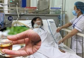 Mua rượu trên mạng 3 người nhập viện vì ngộ độc