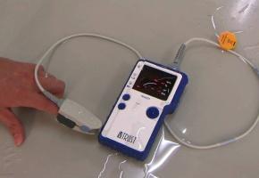 Loạn thị trường máy đo nồng độ oxy