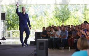 Apple vừa 'lập kỉ lục siêu hạng' khi bán được chiếc iPhone thứ 1 tỷ