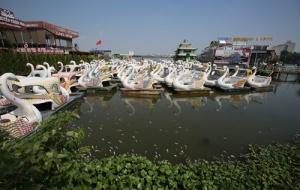 Hà Nội dừng hoạt động bến thủy Hồ Tây để xử lý môi trường nước