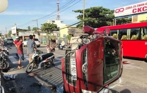 Tai nạn giao thông ngày 27/3: Xe bán tải tông trực diện xe khách, 4 người thương vong