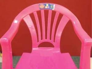 Thu hồi ghế nhựa Trung Quốc dễ gây ngã