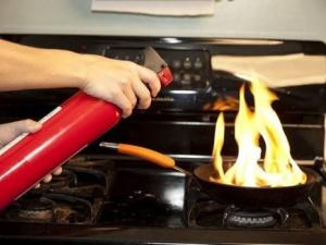 Thay dụng cụ nhà bếp thường xuyên để đảm bảo an toàn sức khỏe