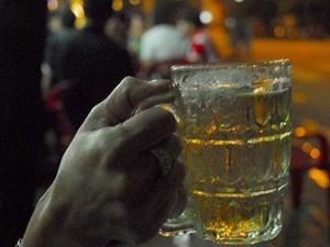 Ra công văn 'ép' uống 'bia nhà' là bình thường?